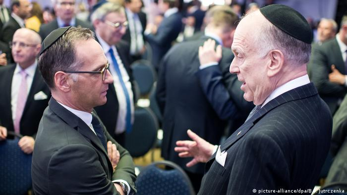 Foreign Minister Heiko Maas at a rabbinic ordination in Berlin with Ronald Lauder, president of the World Jewish Congress (picture-alliance/dpa/B.v. Jutrczenka)