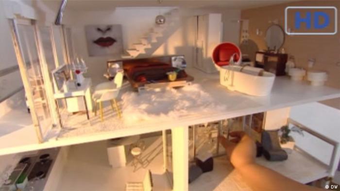 Zweistöckige Designer Villa als Puppenhaus (DW)