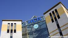 Sitz des UNO Flüchtlingshilfswerk HCR Genf Schweiz / Headquarters of the United Nations High Commissioner for Refugees UNHCR, Geneva, Switzerland | Verwendung weltweit, Keine Weitergabe an Wiederverkäufer.