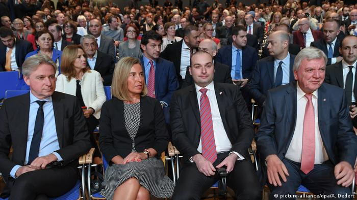 Boos & Mogherini & Bakhtadze & Bouffier sit next to one another (picture-alliance/dpa/A. Dedert)
