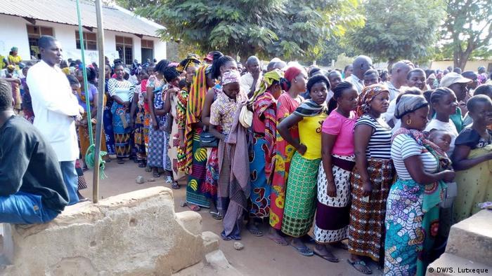 Mosambik Lokalwhalen Nampula (DW/S. Lutxeque)