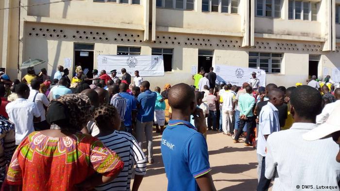 Mosambik Nampula Wähler (DW/S. Lutxeque)