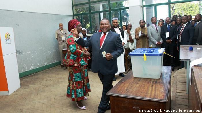 Mosambik Präsident Filipe Nyusi wählt in Maputo (Presidência da República de Moçambique)
