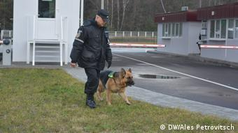 Белорусский пограничник с собакой
