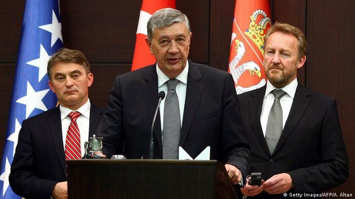 Bosnien Herzegowina Zeljko Komsic mit Nebojsa Radmanovic und Bakir Izetbegovic