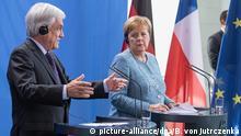 10.10.2018, Berlin: Bundeskanzlerin Angela Merkel (r, CDU) und Sebastián Pinera, Präsident von Chile, äußern sich bei einer Pressekonferenz nach ihrem Gespräch im Bundeskanzleramt. Foto: Bernd von Jutrczenka/dpa +++ dpa-Bildfunk +++ | Verwendung weltweit
