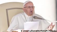 Vatikan Papst Franziskus während der Generalaudienz