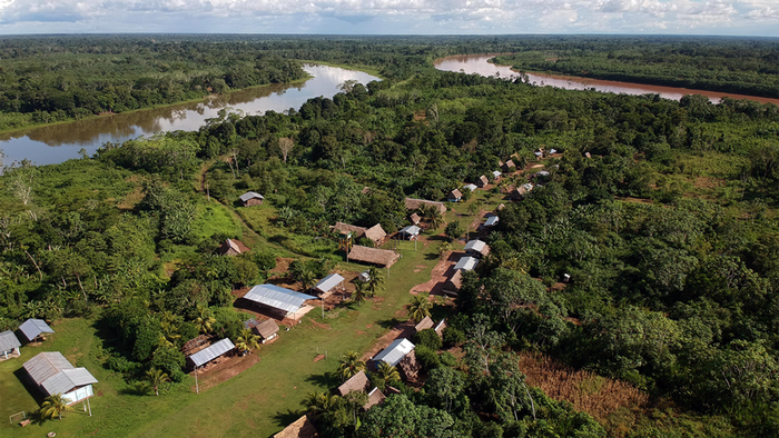 DW Global Ideas Lernpaket #2 Wald 17 (Siedlung am Amazonas, Peru)