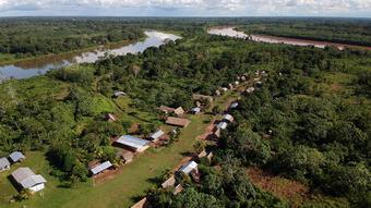 DW Global Ideas Lernpaket #2 Wald 17 (Siedlung am Amazonas, Peru)