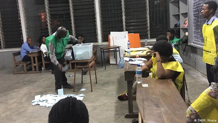 Mosambik Wahlen in Quelimane (DW/M. Mueia)