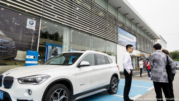 China Shanghai BMW Autohaus (picture-alliance/Imaginechina/Dycj)