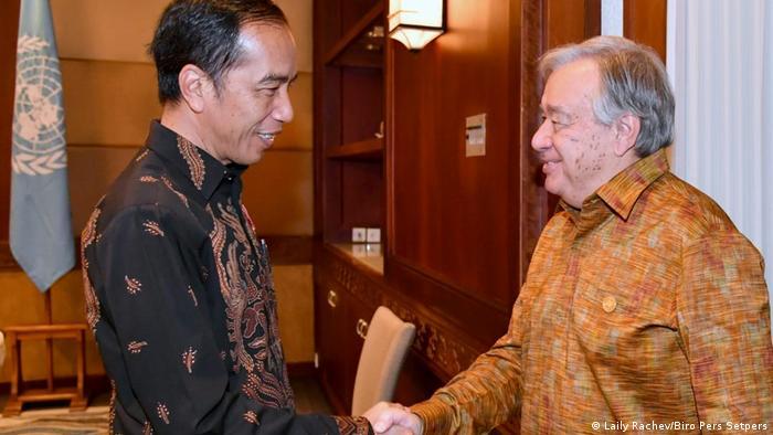 Presiden Joko Widodo (ki.) bersama Sekretaris Jendral PBB Antonio Guterres (ka.)