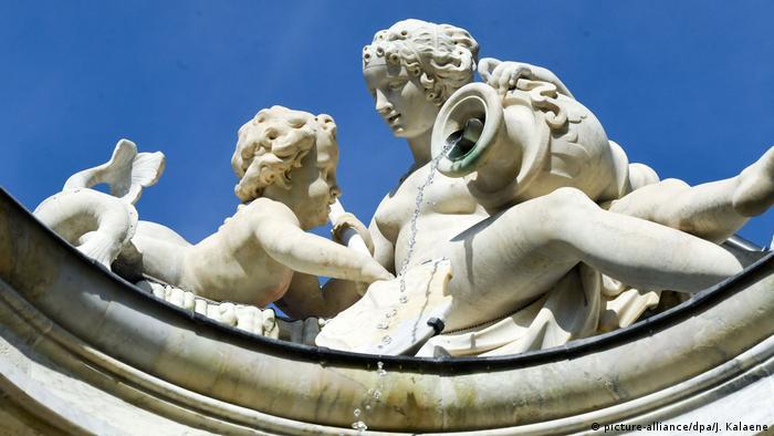 Скульптуры на гроте Нептуна в Потсдаме