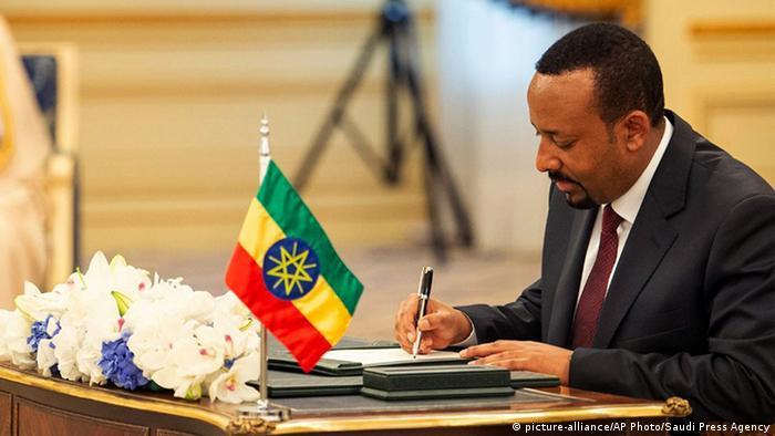 Абий Ахмед подписывает договор о мире с Эритреей
