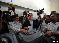 Abdullah Abdullah, principal concorrente de Karzai, vota em Cabul
