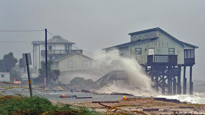 Hurricane Michael hits stilt house in Florida (Reuters/S. Nesius)