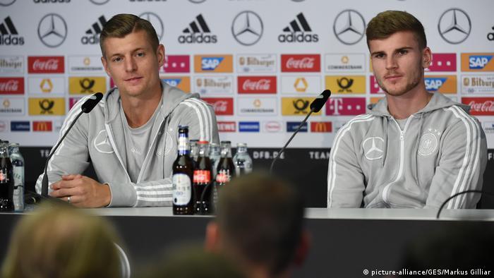 Deutschland Fußball Nationalmannschaft PK in Berlin   Toni Kroos & Timo Werner (picture-alliance/GES/Markus Gilliar)