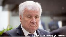 Horst Seehofer looking disgruntled (picture-alliance/dpa/K. Nietfeld)