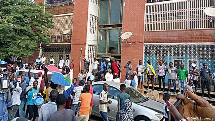 Mosambik Anhänger von RENAMO feiern den Sieg im Voraus
