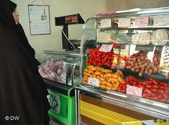 قیمت مواد خوراکی، کالاها و خدمات مصرفی در ایران روزانه گرانتر میشود