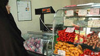 Iran Frau im Geschäft für Lebensmittel
