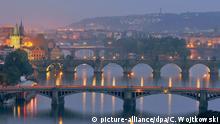 Tschechische Republik Brücken üder die Moldau in Prag