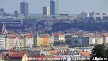 Tschechische Republik Altstadt von Prag dahinter die Neustadt