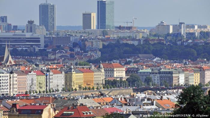 Tschechische Republik Altstadt von Prag dahinter die Neustadt (picture-alliance/imageBROKER/W.-G. Allgöwer)