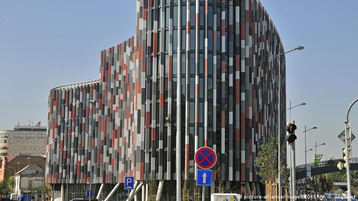 Tschechische Republik Fassade des Main Point Karlin in Prag (picture-alliance/imageBROKER/W.-G. Allgöwer)