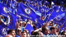 Chelsea supporters at Wembley Stadium (picture-alliance/Zumapress/R. Parker)