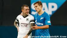 07.10.2018, Russland, Saint Petersburg: 5663638 07.10.2018 In this October 7, 2018 photo Zenit's Aleksandr Kokorin, right, shares a joke with Krasnodar's Pavel Mamaev after the Russian Premier League soccer match between Zenit St. Petersburg and Krasnodar, in St. Petersburg, Russia. Police opened a criminal case against soccer players Pavel Mamaev and Alexander Kokorin over two brawl incidents. On Monday media reported that the two attacked other men ending up with head injuries and hospitalization of the victims. Mikhail Kireev / Sputnik Foto: Mikhail Kireev/Sputnik/dpa |