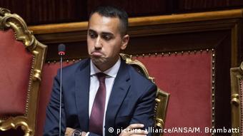Ο ιταλός υπουργός Οικονομικής Ανάπτυξης και Εργασίας Λουίτζι ντι Μάιο: η κυβέρνησή του δεν υποχωρεί στην αντιπαράθεση με την ΕΕ