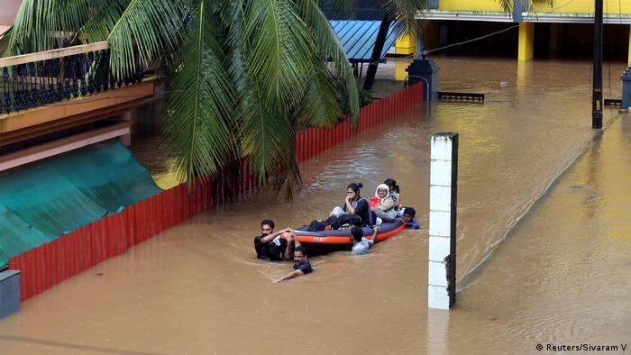 La descarga de agua de los embalses ha intensificado los daños normales causados por el monzón.