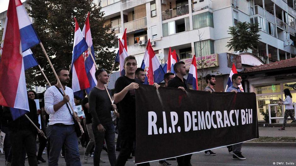 Spontani ili orkestrirani prosvjedi protiv Komšića u Mostaru?   Politika    DW   12.10.2018