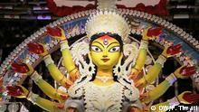 Durga Puja is the biggest festival for Bengali speaking 83 million people in India. This festival is known for big idols of Goddess Durga and colorful drawings. This year, drawings and paintings by some sex workers are also part of this celebration. Foto: DW/P. Tiwari