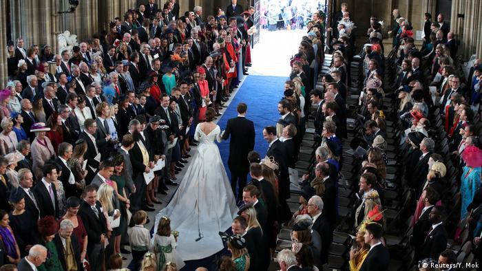شاهزاره یوجین و جک بروکسبنکدر کلیسای سنت جورج به عقد یکدیگر درآمدند. در همین کلیسا در ماه مه گذشته شاهزاده هری و مگان مارکل با هم ازدواج کردند. مراسم هر دو ازدواج شبیه به هم بود، اما مردمی که موقع عروسی هری و مگان در خیابانهای اطراف کلیسا جمع شده بودند بسیار بیشتر از تماشاچیان عروسی یوجین و جک بودند.