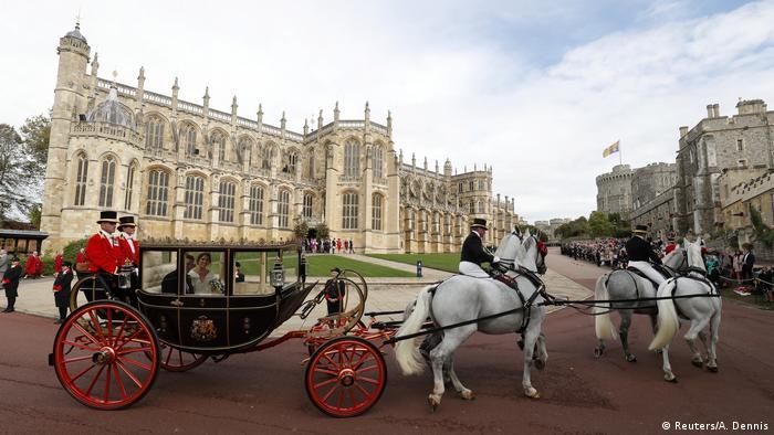 پس از مراسم ازدواج، شاهزاده یوجین و جک بروکسبنک با کالسکهای قدیمی که متعلق به خانواده سلطنتی بود مسیری را در شهر ویندسور طی کردند. یوجین با جک بروکسبنک در سال ۲۰۱۰ در سوئيس آشنا شده است. به نوشته رسانههای بریتانیایی، داماد ۳۲ساله از تاجران بزرگ شراب است.