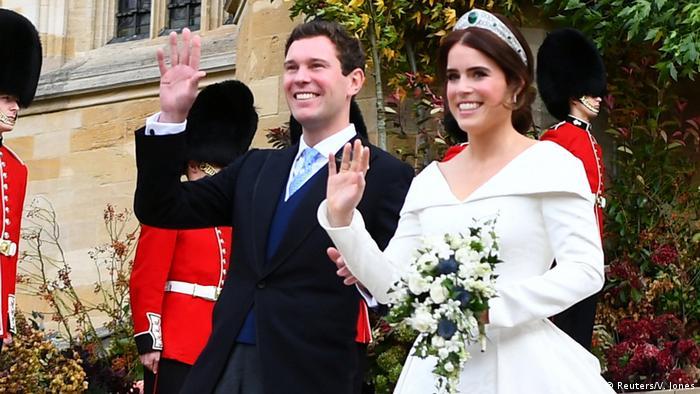 پس از مراسم رسمی ازدواج عروس و داماد، یوجین و جک، از شادی میدرخشند.