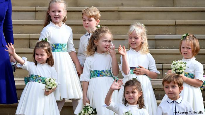 شاهزاده یوجین را چندین ساقدوش کوچک، از جمله جورج و شارلوت، فرزندان ویلیام و کیت، به درون کلیسا همراهی کردند. در این تصویر ساقدوشان کوچک پس از پایان مراسم برای دیگر حضار دست تکان میدهند.