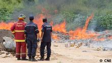 9. Dezember 2018 in Venezuela Soldaten und Feuerwehrmänner von Caracas verbrennen Wahlzetteln vergangener Wahlen