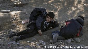 Mazedonien Balkanroute Minderjährige Flüchtlinge (picture-alliance/dpa/G. Licovski)