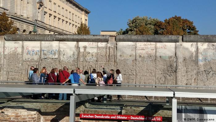 Muro de Berlín. Estación de la exposición Topografía del terror en la Niederkirchnerstrasse.