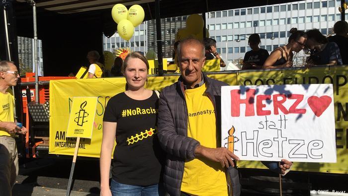 Berlin - #Unteilbar-Demo auf dem Berliner Alexander Platz (DW/F. Payar)