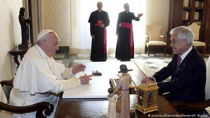 Pope France meets Chilean President Sebastian Pinera (picture-alliance/dpa/Reuters/A. Bianchi)