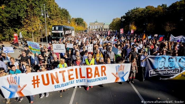 Berlin Unteilbar-Demonstration (picture-alliance/dpa/C. Soeder)