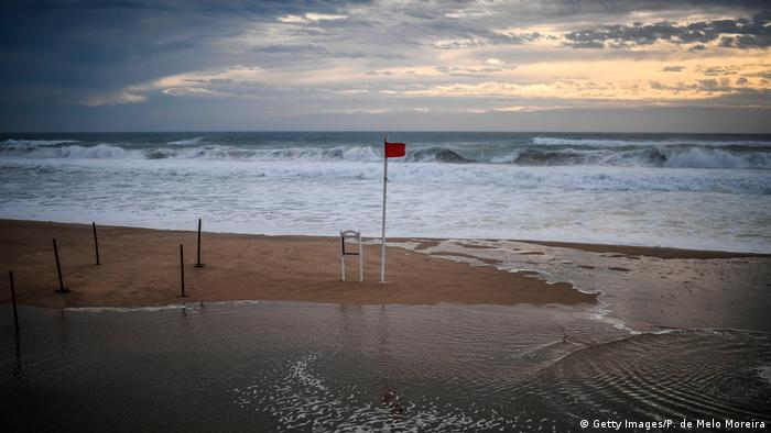 Warnings of the hurricane's arrival were made along Portugal's coast