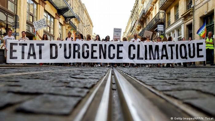 Protestmarsch gegen Klimawandel in Paris (Getty Images/AFP/N. Tucat)