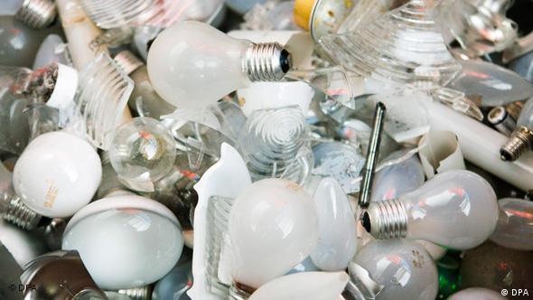Verschiedene Glühlampen auf einem Haufen (Foto: dpa)