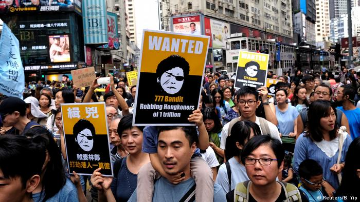 Hong Kong protest against new housing