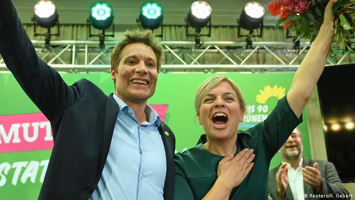 Bayern Landtagswahl Hartmann und Schulze | Jubel (Reuters/A. Gebert)